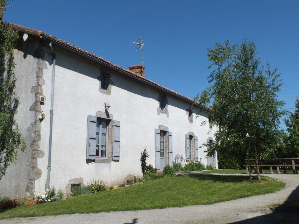 Maison à vendre 10 308m2 à Gourgé vignette-1