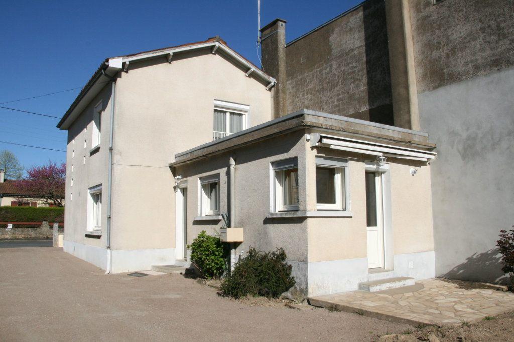 Maison à vendre 4 91m2 à Parthenay vignette-1