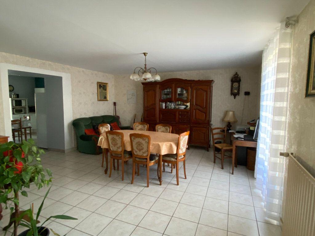 Maison à vendre 5 125m2 à Saint-Germain-de-Longue-Chaume vignette-4