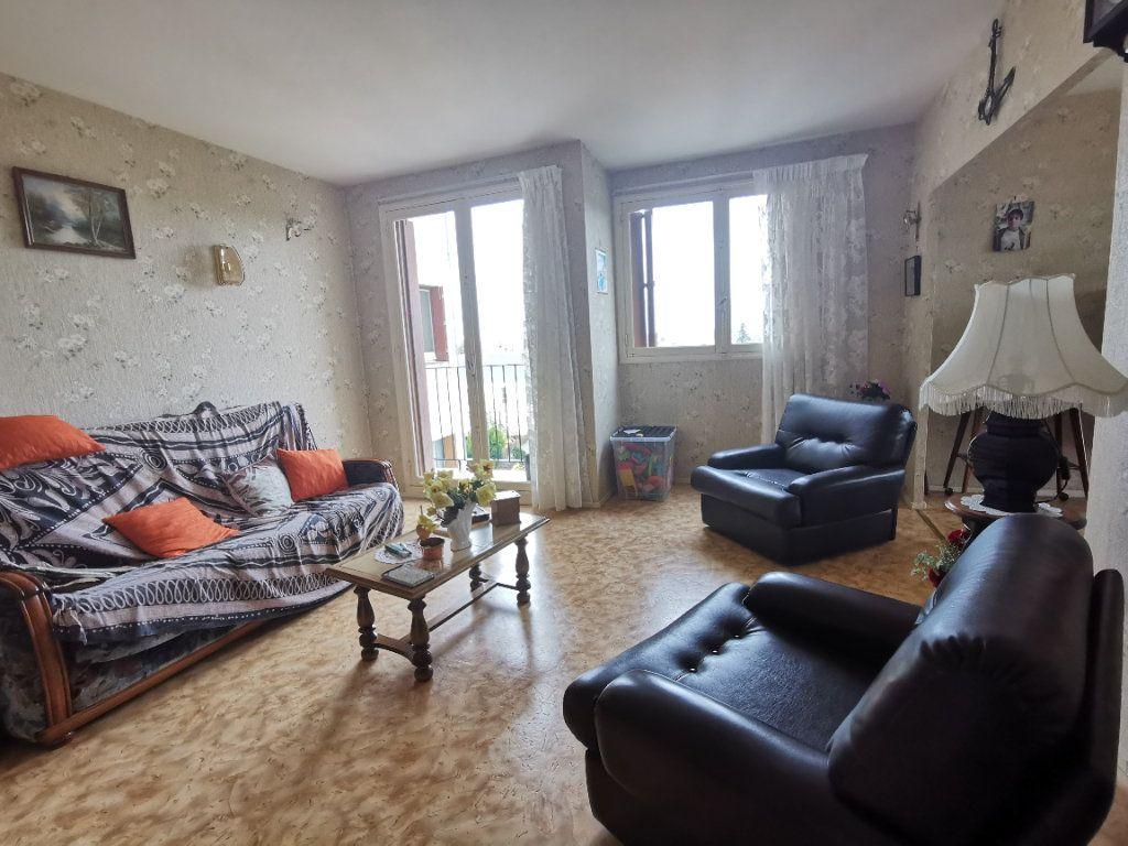 Appartement à vendre 4 75m2 à Parthenay vignette-1