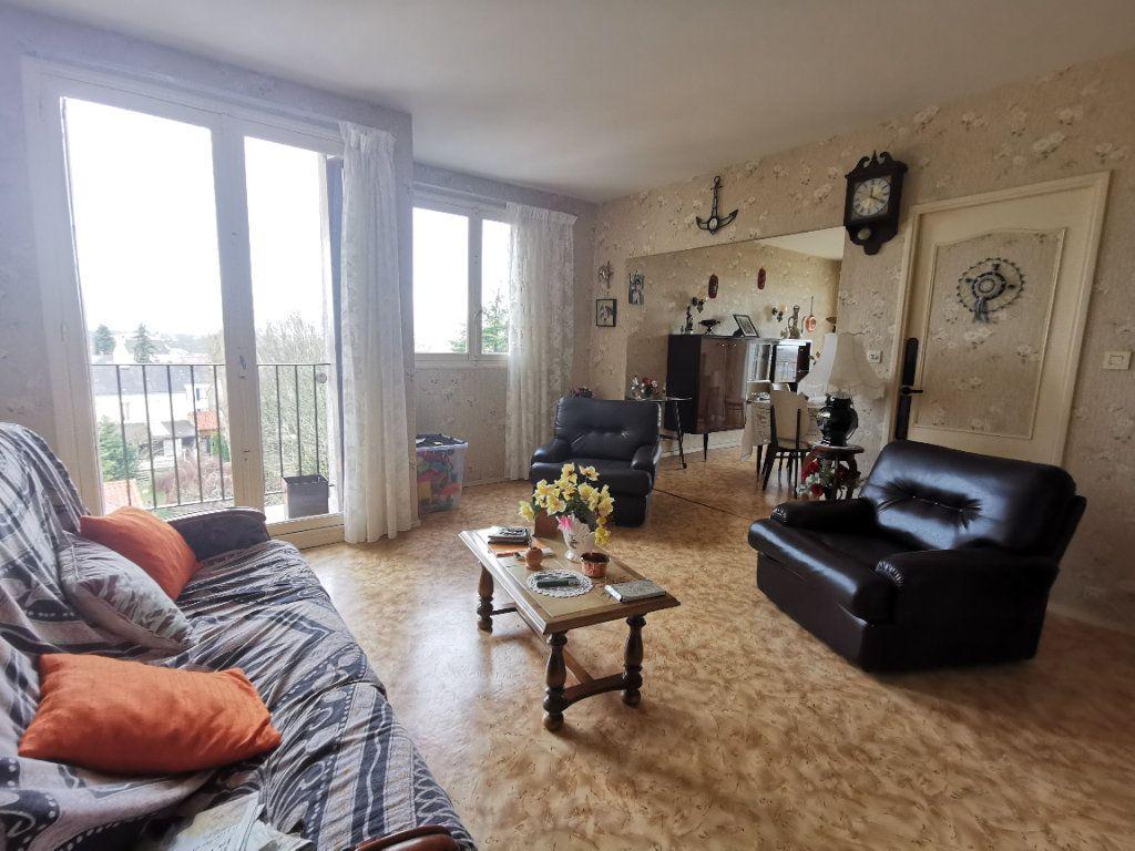 Appartement à vendre 4 75m2 à Parthenay vignette-2