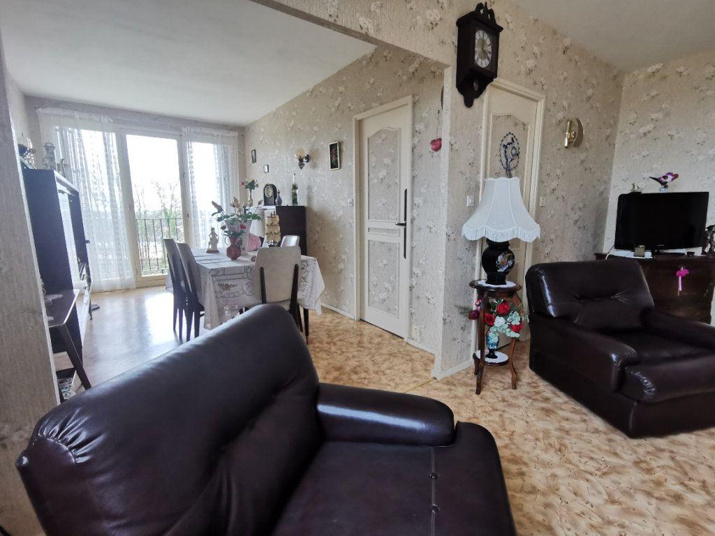 Appartement à vendre 4 75m2 à Parthenay vignette-4