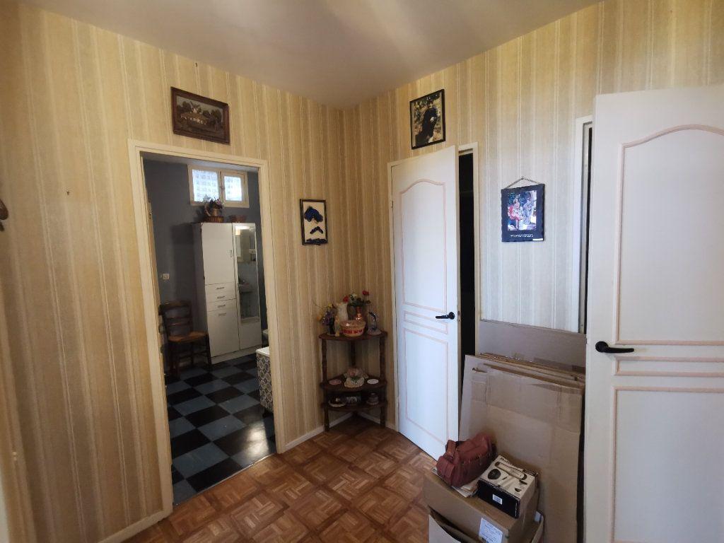 Appartement à vendre 4 75m2 à Parthenay vignette-5