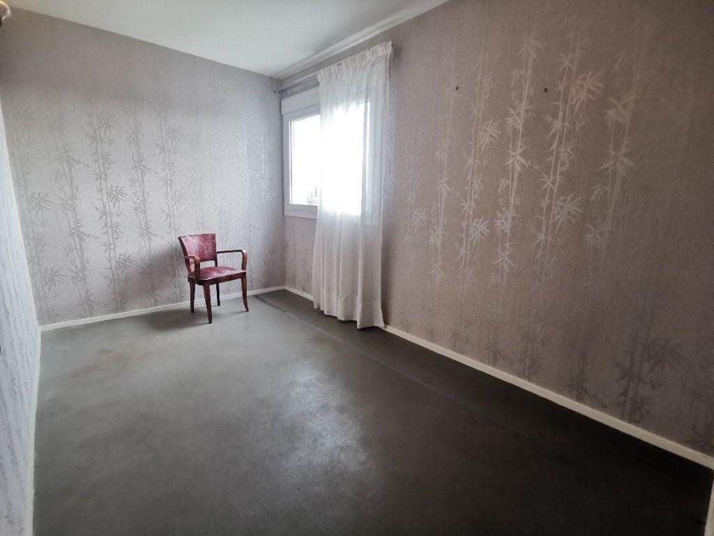 Appartement à vendre 4 75m2 à Parthenay vignette-6
