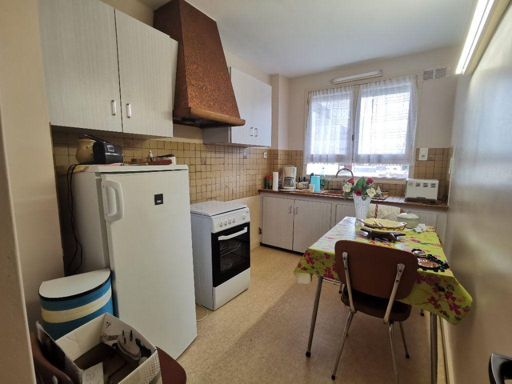 Appartement à vendre 4 75m2 à Parthenay vignette-8