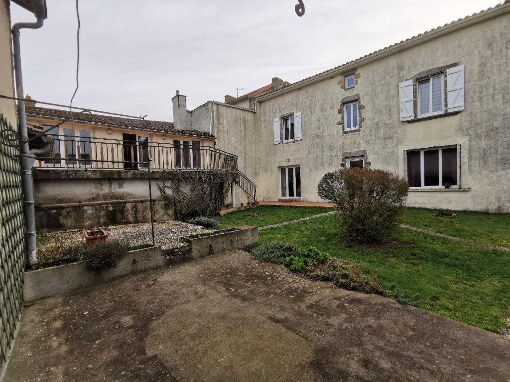 Maison à vendre 7 180m2 à Chiché vignette-2