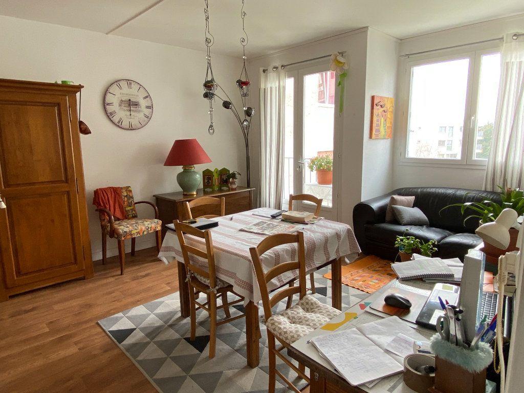 Appartement à vendre 3 63.45m2 à Parthenay vignette-1