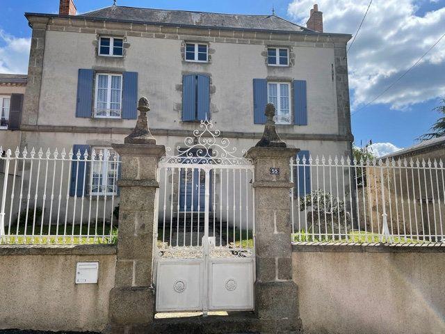 Maison à vendre 6 145m2 à Parthenay vignette-1