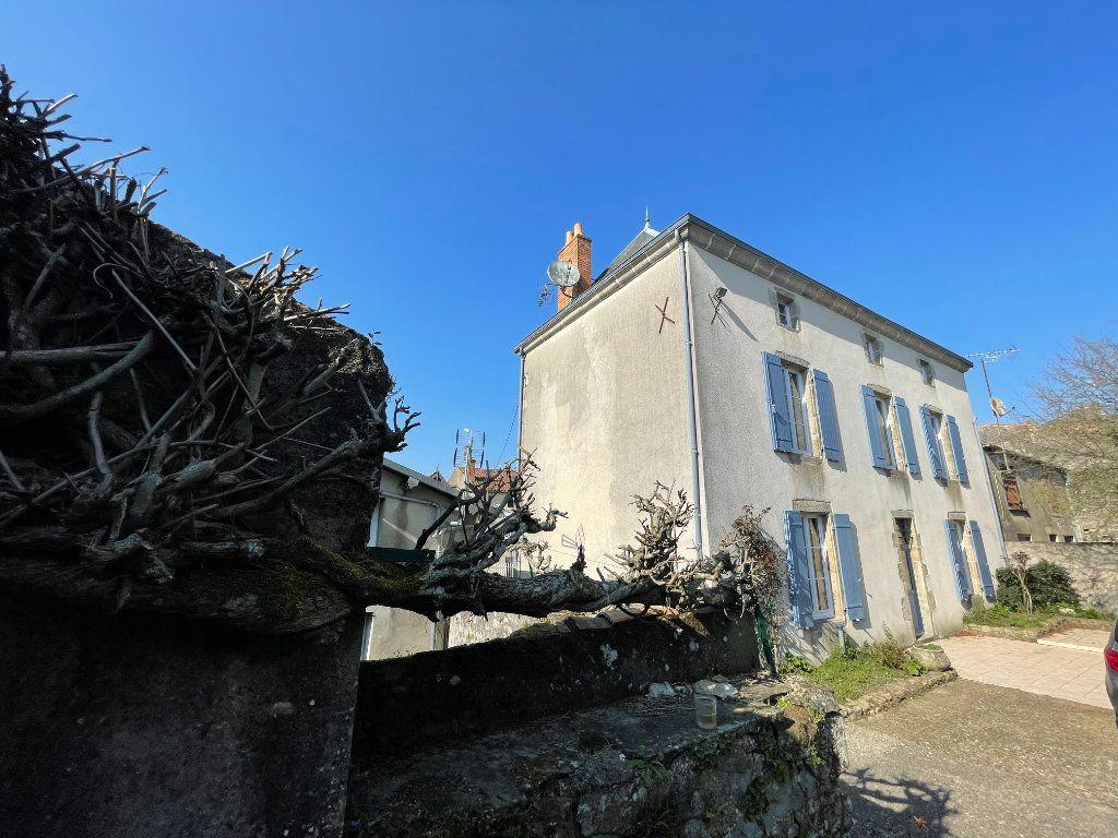 Maison à vendre 6 145m2 à Parthenay vignette-3