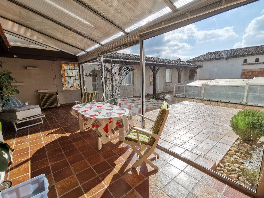 Maison à vendre 5 180.3m2 à Parthenay vignette-3