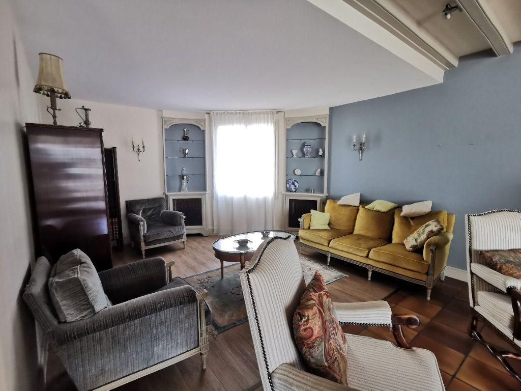 Maison à vendre 5 180.3m2 à Parthenay vignette-5