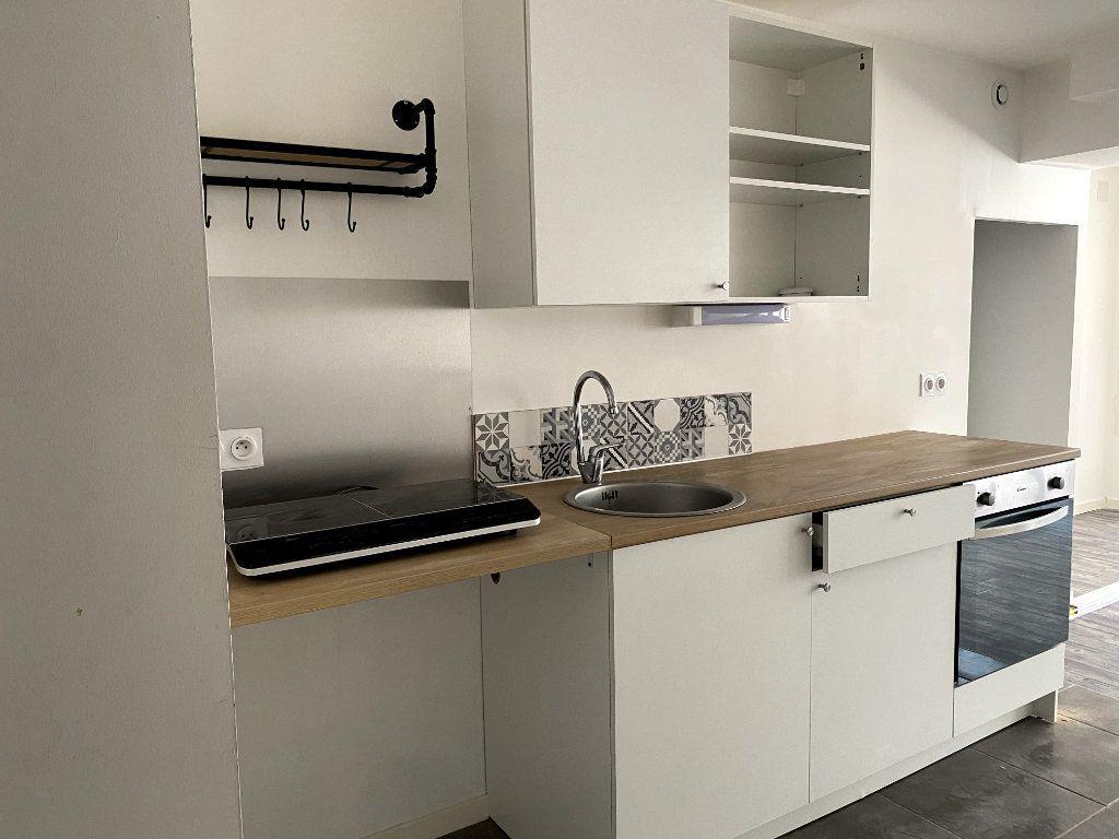 Appartement à louer 1 40m2 à Parthenay vignette-1