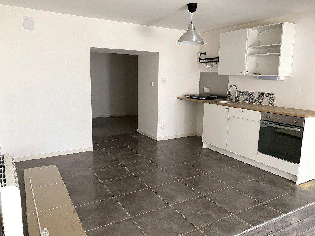 Appartement à louer 1 40m2 à Parthenay vignette-2