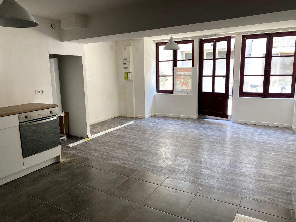 Appartement à louer 1 40m2 à Parthenay vignette-3