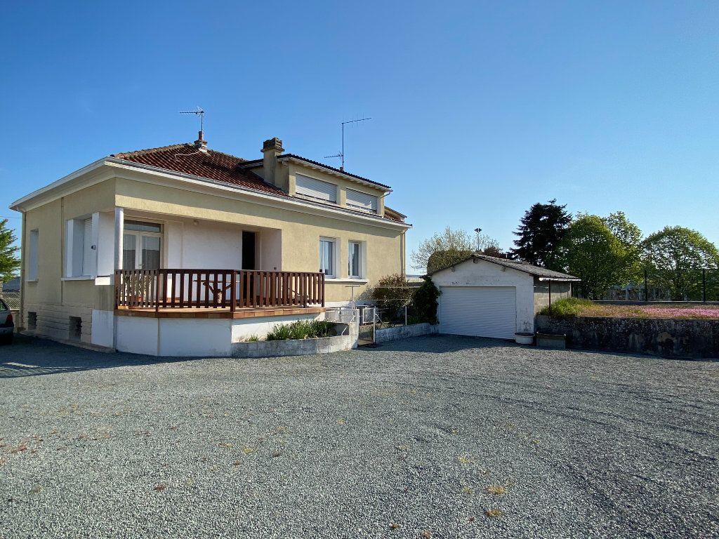 Maison à vendre 6 148m2 à Parthenay vignette-1