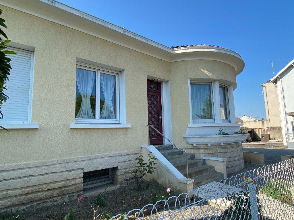 Maison à vendre 6 148m2 à Parthenay vignette-2