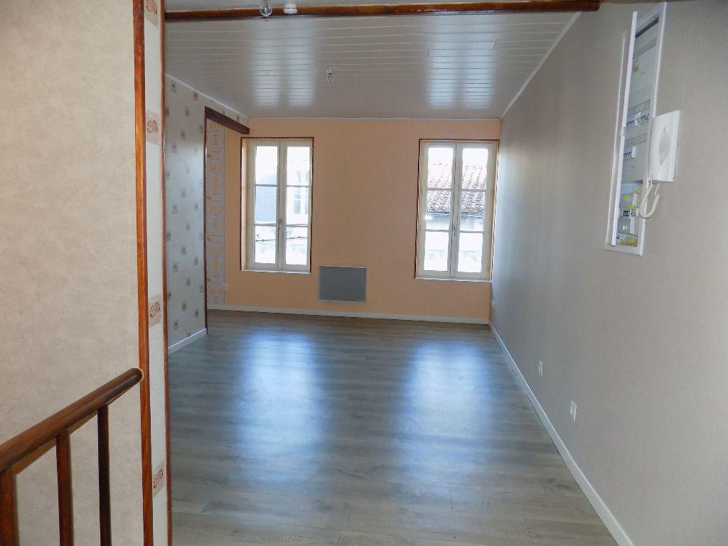 Appartement à louer 2 29m2 à Parthenay vignette-10