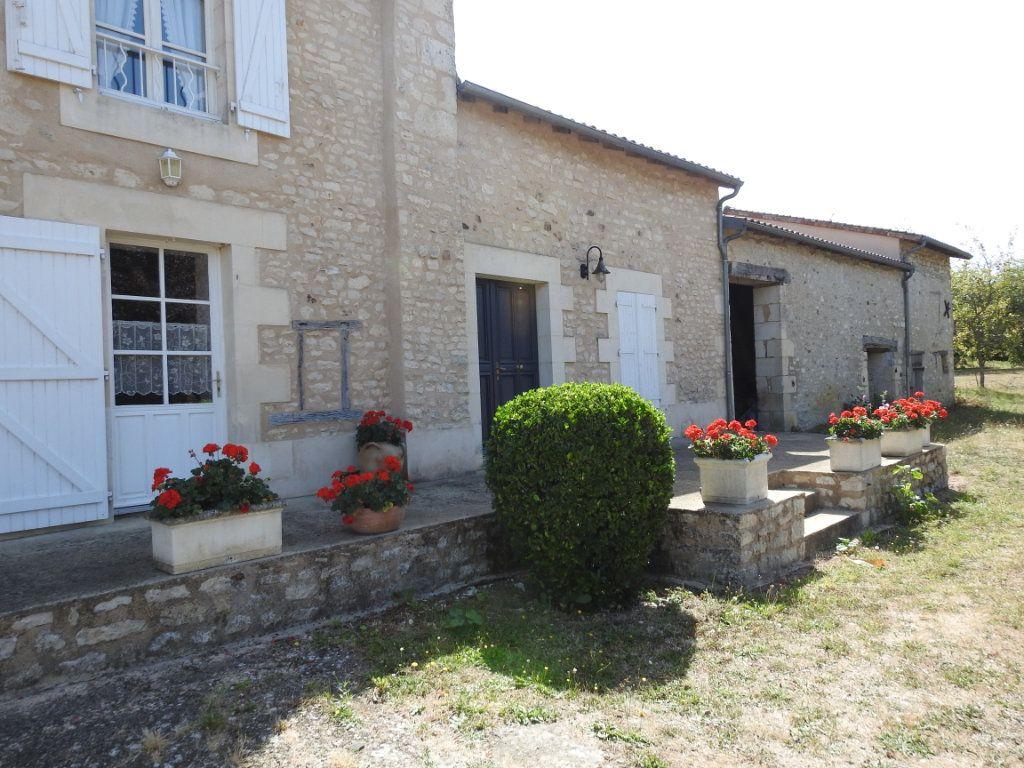 Maison à vendre 4 154m2 à Mignaloux-Beauvoir vignette-1