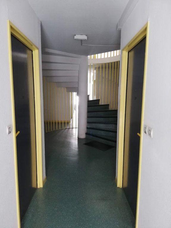 Appartement à louer 1 14.09m2 à Poitiers vignette-8
