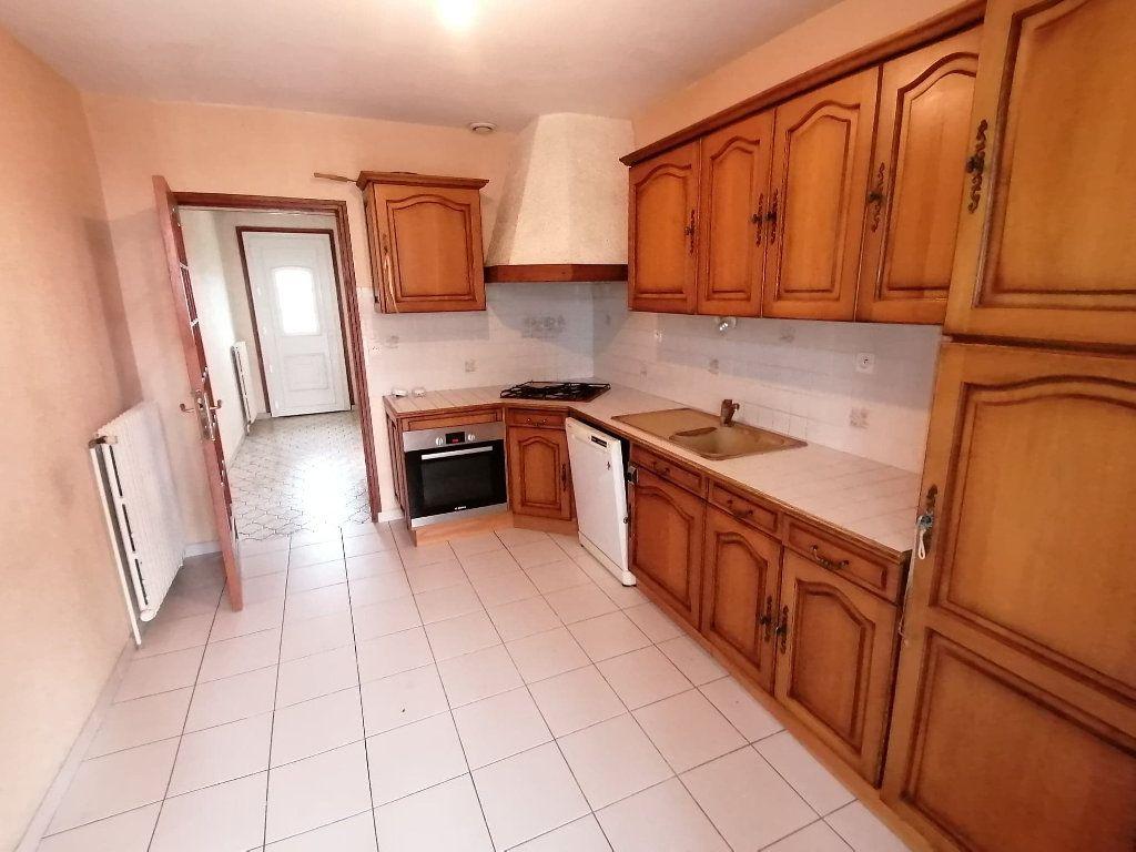 Maison à vendre 4 92.5m2 à Lusignan vignette-3