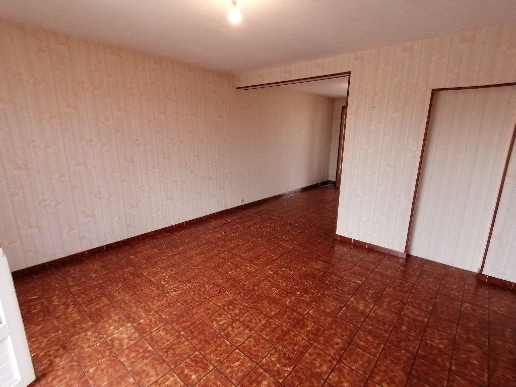Maison à vendre 4 92.5m2 à Lusignan vignette-6