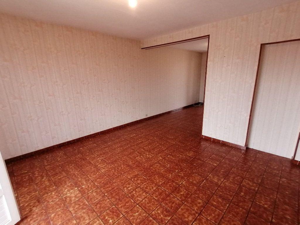 Maison à vendre 4 92.5m2 à Lusignan vignette-8