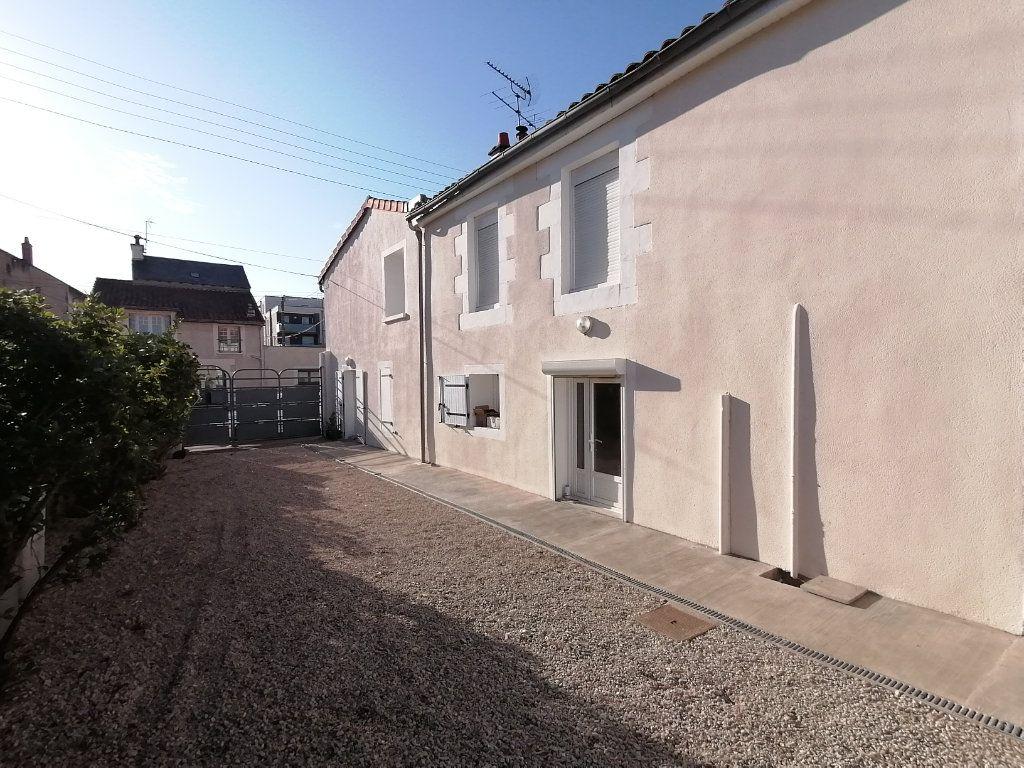 Immeuble à vendre 0 118m2 à Poitiers vignette-4