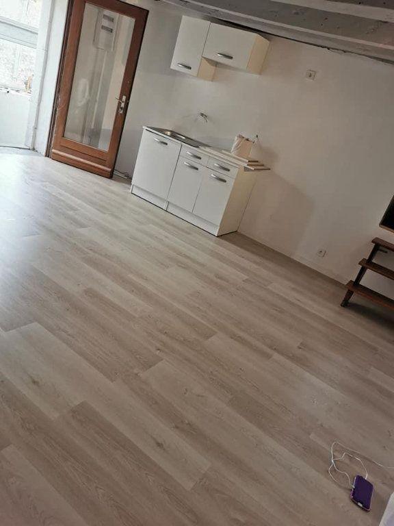 Appartement à louer 4 80m2 à Vendeuvre-du-Poitou vignette-1