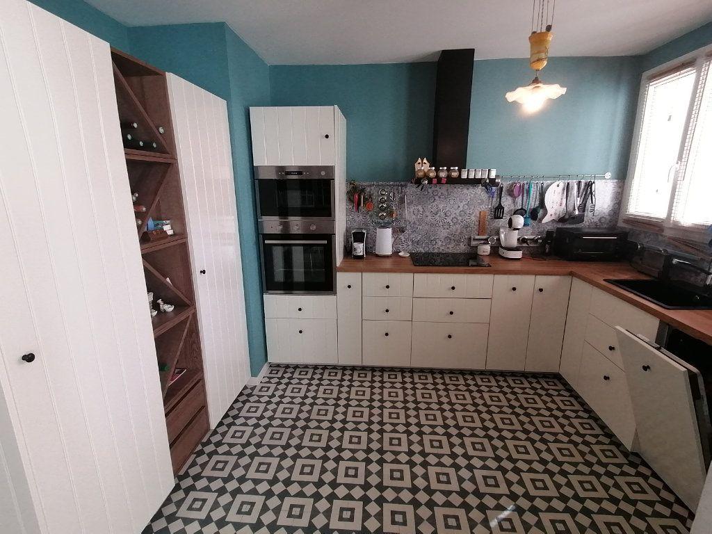 Appartement à vendre 4 120m2 à Poitiers vignette-1