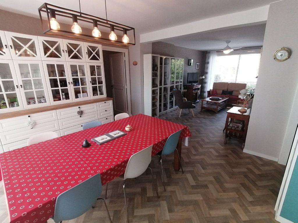 Appartement à vendre 4 120m2 à Poitiers vignette-2