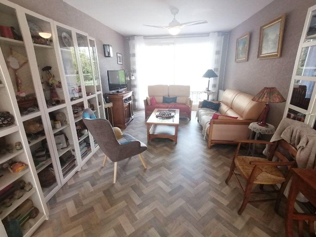 Appartement à vendre 4 120m2 à Poitiers vignette-3