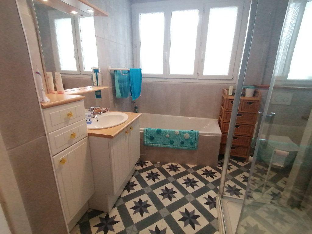Appartement à vendre 4 120m2 à Poitiers vignette-5