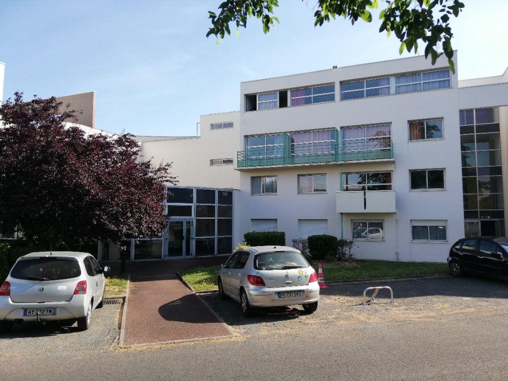 Appartement à louer 1 15.9m2 à Poitiers vignette-11