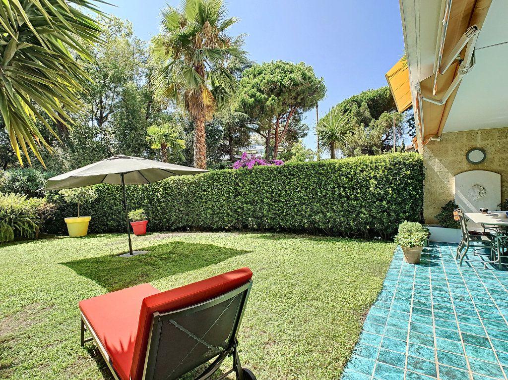 Appartement à vendre 3 103.68m2 à Cannes vignette-2