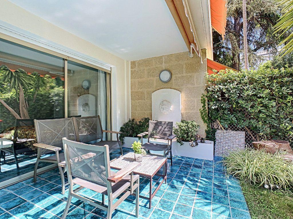 Appartement à vendre 3 103.68m2 à Cannes vignette-3
