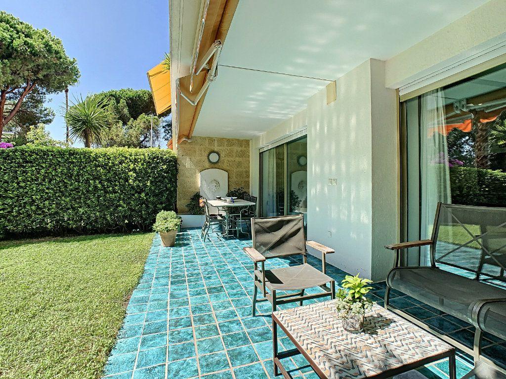 Appartement à vendre 3 103.68m2 à Cannes vignette-13