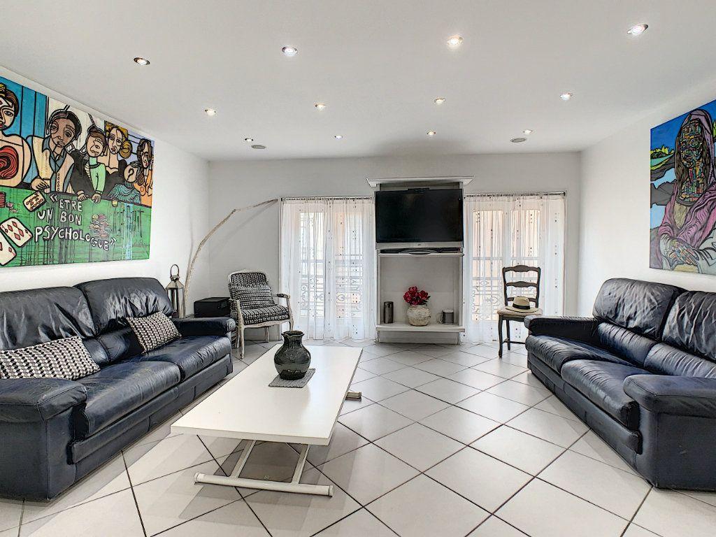 Appartement à vendre 3 52.4m2 à Cannes vignette-3
