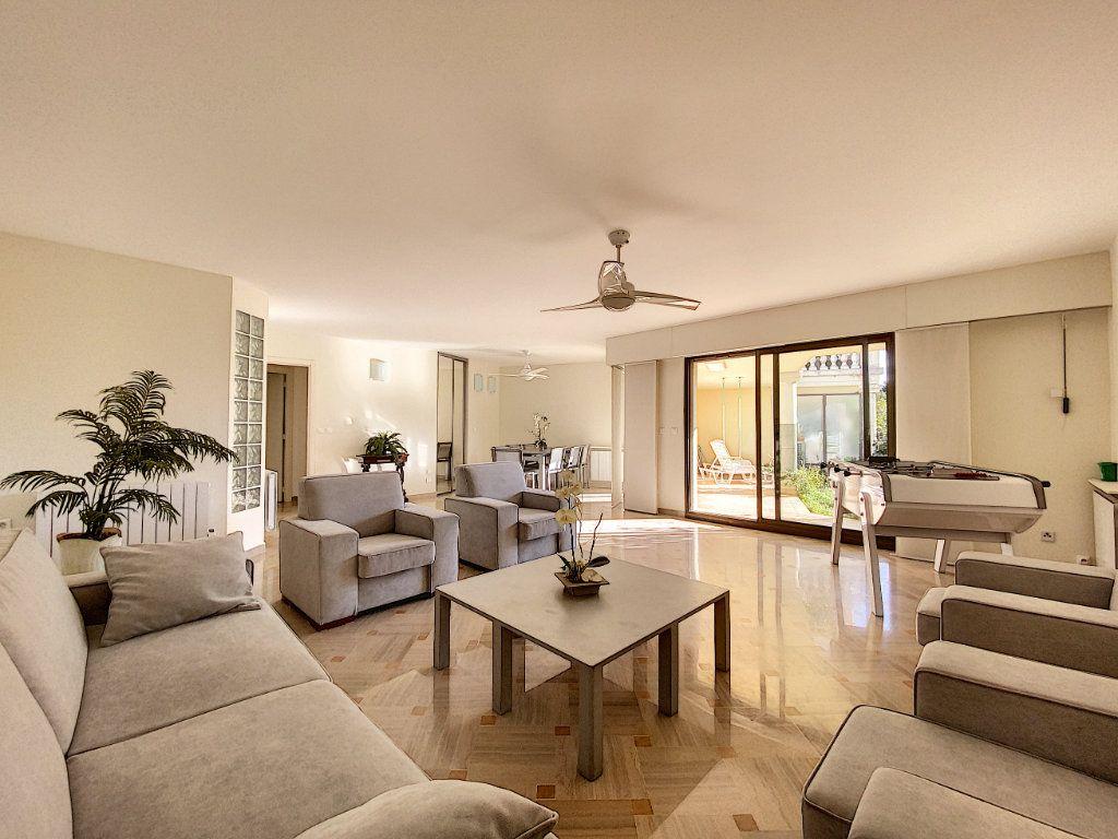 Appartement à vendre 4 118m2 à Cannes vignette-2