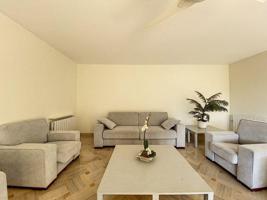Appartement à vendre 4 118m2 à Cannes vignette-9