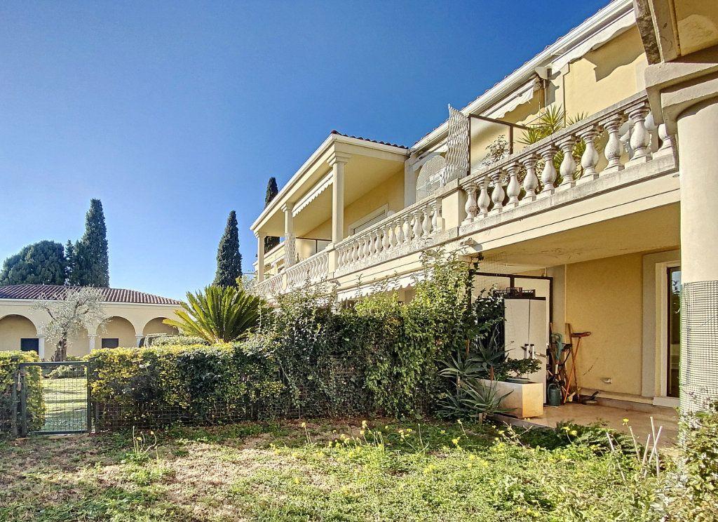 Appartement à vendre 4 118m2 à Cannes vignette-17