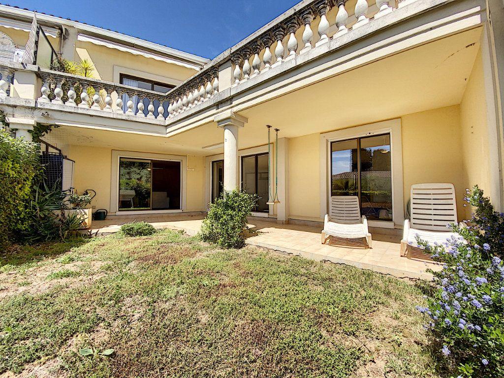 Appartement à vendre 4 118m2 à Cannes vignette-18