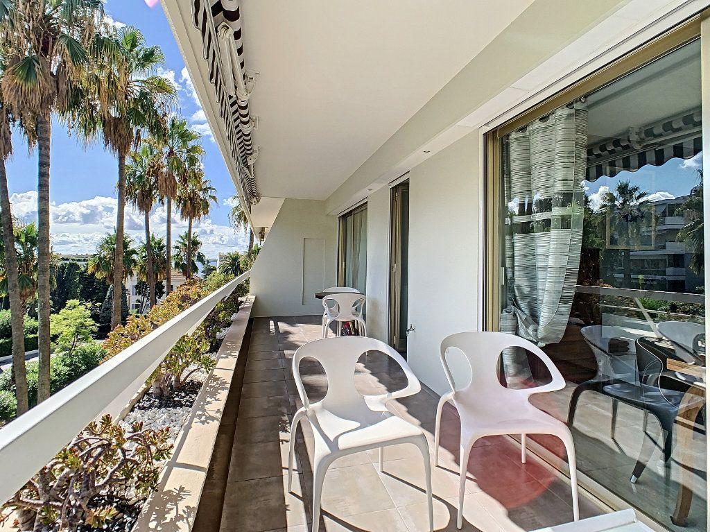 Appartement à vendre 2 54m2 à Cannes vignette-1
