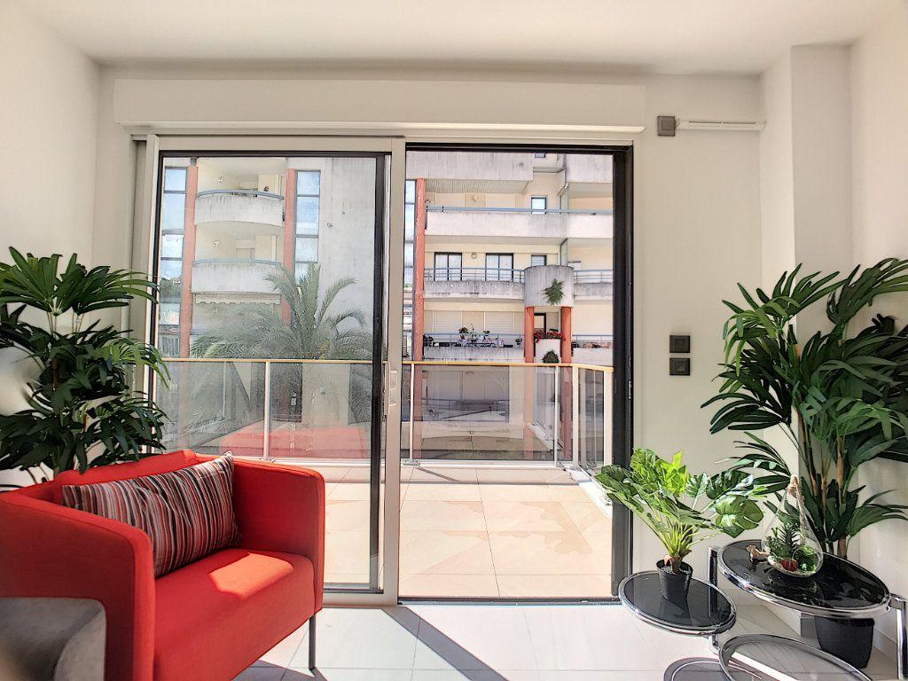 Appartement à vendre 2 42m2 à Cannes vignette-6