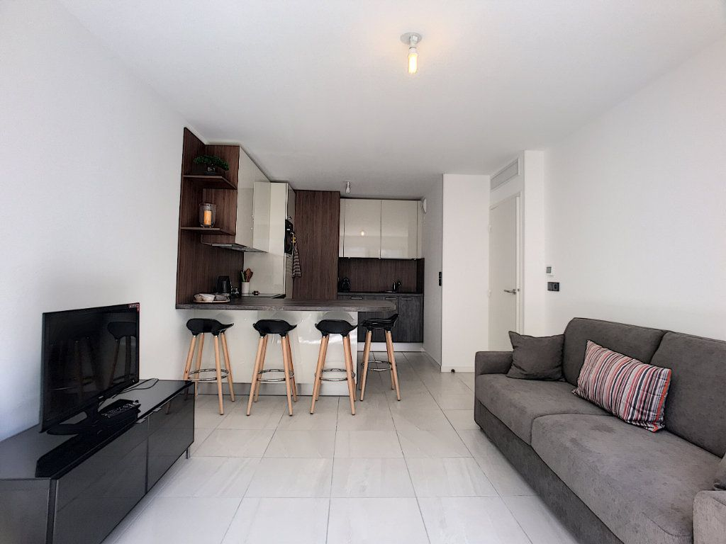 Appartement à vendre 2 42m2 à Cannes vignette-9