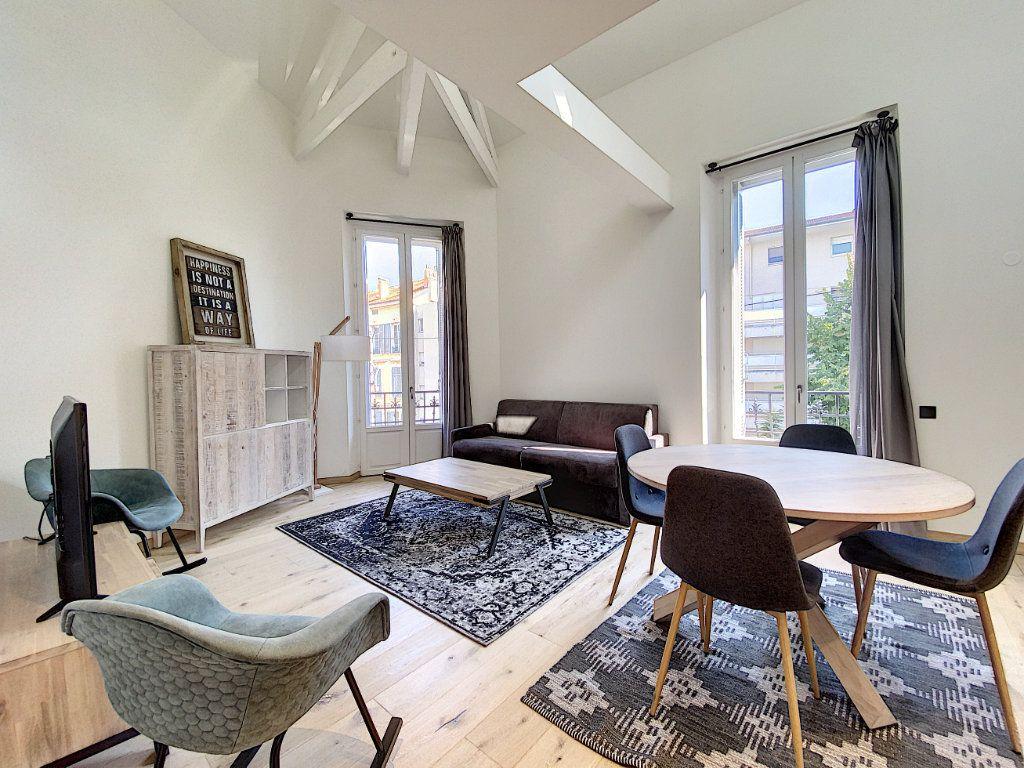 Appartement à vendre 3 60.81m2 à Cannes vignette-1