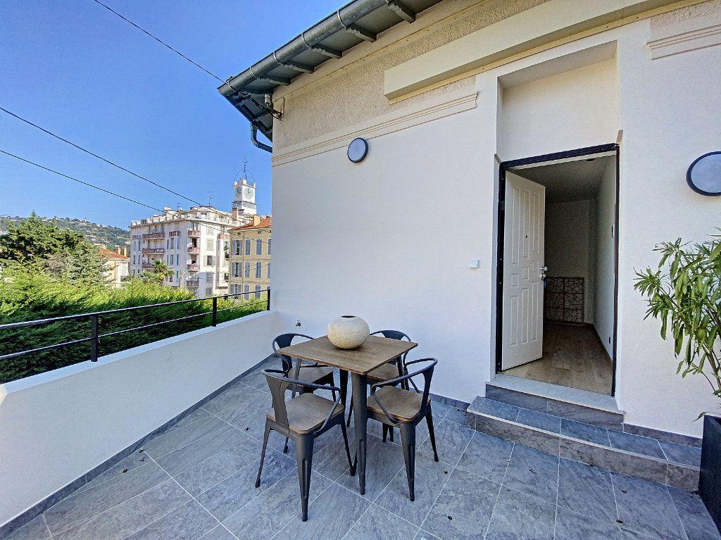 Appartement à vendre 3 60.81m2 à Cannes vignette-2