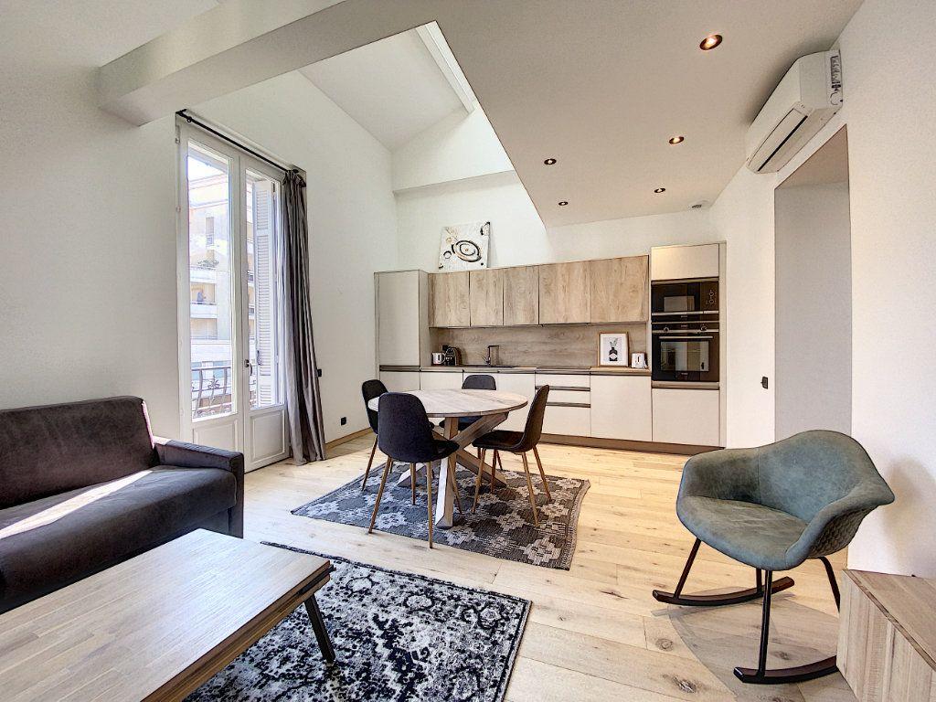 Appartement à vendre 3 60.81m2 à Cannes vignette-6