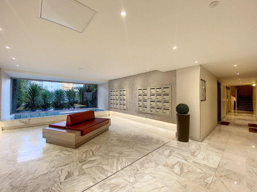 Appartement à vendre 2 31.56m2 à Cannes vignette-11