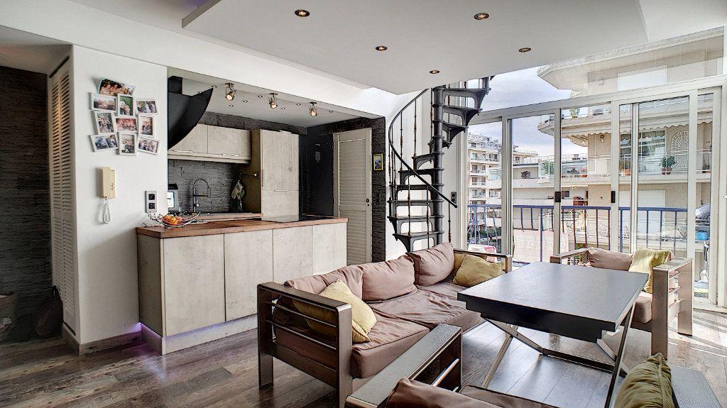 Appartement à vendre 4 84.17m2 à Cannes vignette-1