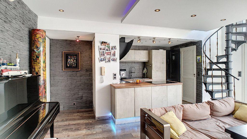 Appartement à vendre 4 84.17m2 à Cannes vignette-4
